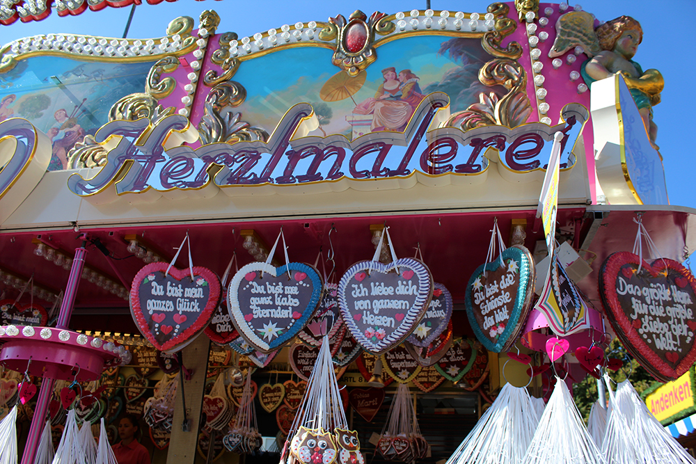 Gingerbread hearts at the Oktoberfest, by Packing my Suitcase